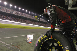 Roush Racing crew wait for Kurt Busch
