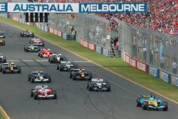 Start: Giancarlo Fisichella takes the lead ahead of Jarno Trulli and Mark Webber
