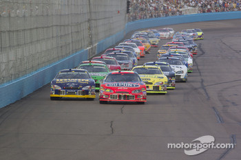 Jeff Gordon leads the field to the green flag