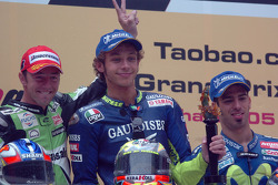Podium: race winner Valentino Rossi with Oliver Jacque and Marco Melandri