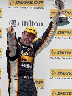 2nd place for Team Halfords driver Matt Neal in race 2