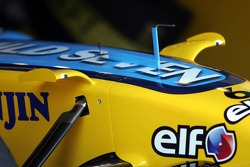 Small wings on the Renault F1