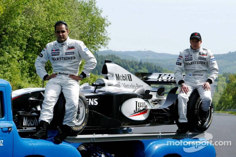 Mercedes-Fotoshooting an der Nordschleife: Juan Pablo Montoya und Kimi Räikkönen mit einem historischen Mercedes-Transporter