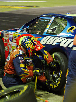 Jeff Gordon comes in for a pitstop
