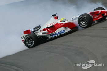 Ralf Schumacher spins and crashes in the wall