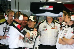 Takuma Sato celebrates 5th qualifying time with BAR-Honda team members