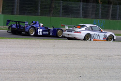 #41 Binnie Motorsports Lola B05/40-Nicholson Mclaren V8: William Binnie, Robert Julien, Adam Sharpe, #98 James Watt Automotive Porsche 996 GT3 RS: Paul Daniels, Thierry Stepec