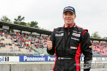 Robert Doornbos waves to Dutch fans