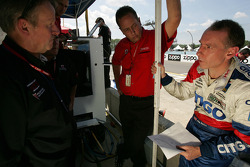 Andy Wallace discusses with Howard - Boss Motorsports team members