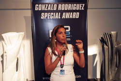 Nani Rodriguez presents the Gonzalo Rodriguez Special Award