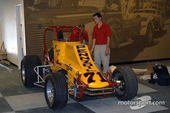 Al Unser III helps father Al Unser, Jr. move his Nance sprint car