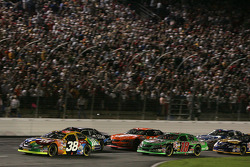 Start: Elliott Sadler leads Ryan Newman, Bobby Labonte and Tony Stewart