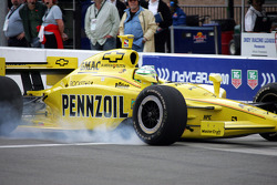 Tomas Scheckter in the pits