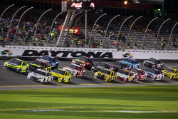 Restart: Brad Keselowski, Team Penske Ford leads