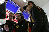 Julien Simon-Chautemps, Romain Grosjean race engineer, Lotus F1 Team and Pastor Maldonado, Lotus F1 Team