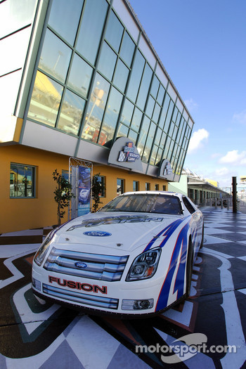 Ford Innovation Drive: a 2006 Ford Fusion Nextel Cup car on display