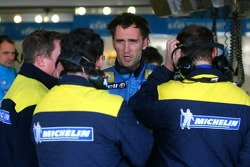 Franck Montagny discusses with Michelin technicians