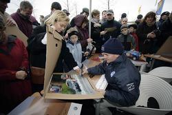 Volkswagen Motorsport departure in Wolfsburg: Michel Périn signs autographs