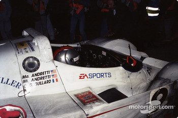 Pitstop for #9 Courage Compétition Courage C36 Porsche: Mario Andretti, Michael Andretti, Olivier Grouillard