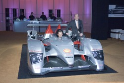 Tom Kristensen and Head of Audi Motorsport Dr Wolfgang Ullrich at the USA premiere of the Audi R10 in Los Angeles