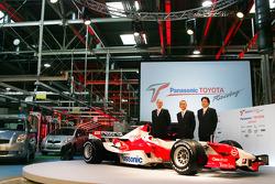 John Howett, Tustomu Tomita and Yoshiaki Kinoshita with the TF106