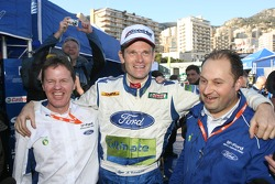 Winner Marcus Gronholm celebrates with Malcolm Wilson and chief designer Christian Loriaux