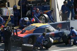 Pitstop for #10 SunTrust Racing Pontiac Riley: Wayne Taylor, Max Angelelli, Emmanuel Collard, Ryan Briscoe