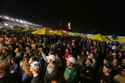 Wet fans enjoy live entertainment at Daytona