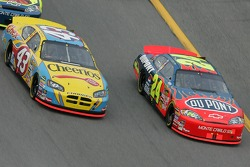 Jeff Gordon and Bobby Labonte battle for the lead