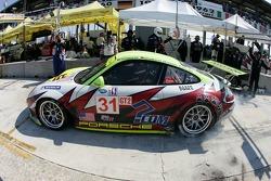 Pitstop for #31 Petersen/White Lightning Porsche 911 GT3 RSR: Jorg Bergmeister, Tim Bergmeister, Nic Jonsson