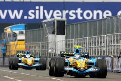 Heikki Kovalainen leads Fernando Alonso
