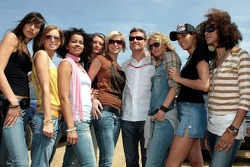 Red Bull goes off track: David Coulthard with Formula Unas girls