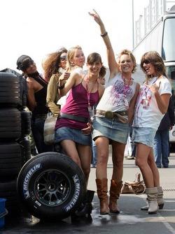 Photoshoot with Formula Unas girls