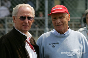 Niki Lauda with Prof. Jürgen Hubbert, Board of Management DaimlerChrysler