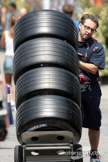 Scuderia Toro Rosso members with Michelin tires