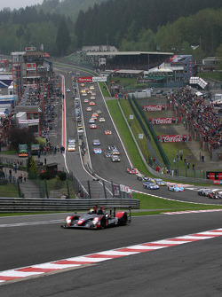 The field approaches Eau Rouge