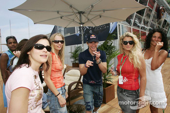 Scott Speed and the Formula Una girls
