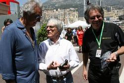Kangaroo TV gets presented to Bernie Ecclestone and Flavio Briatore