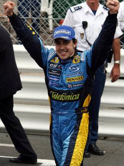 Fernando Alonso celebrates