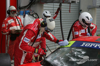 #87 Scuderia Ecosse Ferrari 430 GT gets a clean windshield