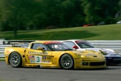 #3 Corvette Racing Corvette C6-R: Ron Fellows, Johnny O'Connell, #23 Alex Job Racing Porsche 911 GT3 RSR: Mike Rockenfeller, Klaus Graf