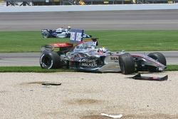 Crash at first corner: Juan Pablo Montoya and Mark Webber