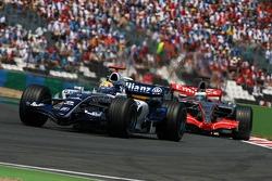 Mark Webber leads Pedro de la Rosa