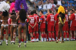 Spiel des Herzens, F1 Superstars plays against the RTL Superstars UNESCO event: Michael Schumacher watches the samba dancers