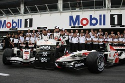 Honda Racing team photo: Honda celebrate their 300th Grand Prix, with Jenson Button and Rubens Barrichello
