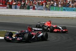 Scott Speed leads Christijan Albers