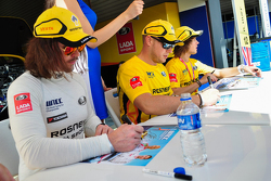 Autograph session,  James Thompson, LADA Vesta, LADA Sport Rosneft