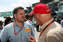 Paul Hembery, Pirelli Motorsport Director with Niki Lauda, Mercedes Non-Executive Chairman on the grid