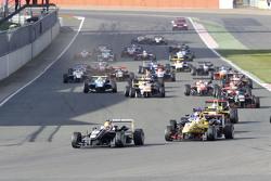 Start Race 3: Charles Leclerc, Van Amersfoort Racing Dallara F312 Volkswagen leads