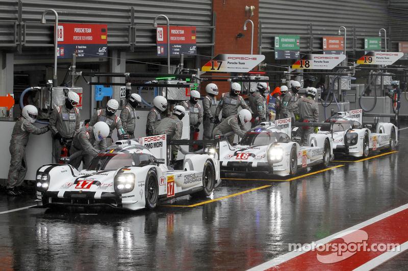 #17 Porsche Team 919 Hybrid Timo Bernhard, Mark Webber, Brendon Hartley en #18 Porsche Team 919 Hybrid Romain Dumas, Neel Jani, Marc Lieb en #19 Porsche Team 919 Hybrid Nico Hulkenberg, Earl Bamber, Nick Tandy
